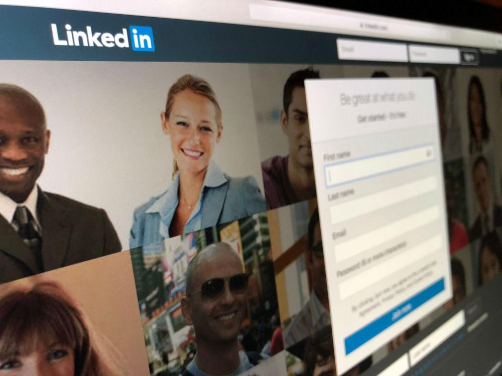 How To Upload Your Resume To LinkedIn?